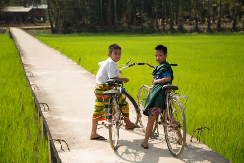 Boys on bikes, Hpa An